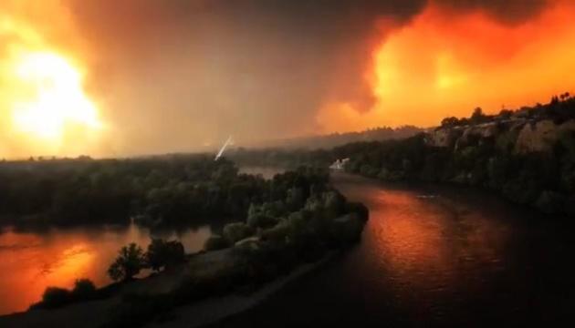 В Калифорнии бушует масштабный лесной пожар