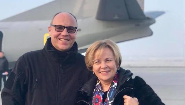 Vorsitzende der Nato PV Juknevičienė und Parlamentschef Parubij besuchen die Ostukraine – Fotos