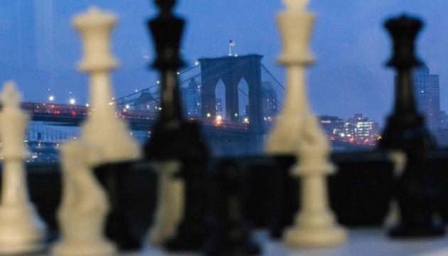 Хто забере шахову корону: знову Карлсен чи претендент Каруана?