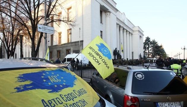 Геращенко просить відкрити справу через напад
