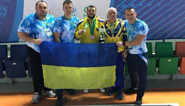 Украинский тяжелоатлет Чумак поблагодарил всех за свои медали на ЧМ-2018