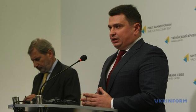 ハーン欧州委員、ウクライナの汚職対策状況にコメント