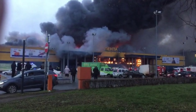 У Петербурзі горить гіпермаркет, евакуювали сто осіб