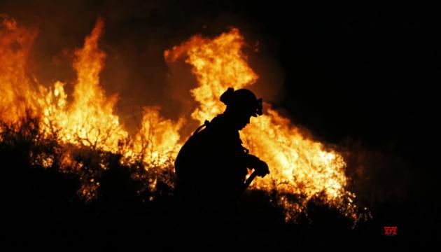 Лісові пожежі у США: масові евакуації, більше десятка загиблих