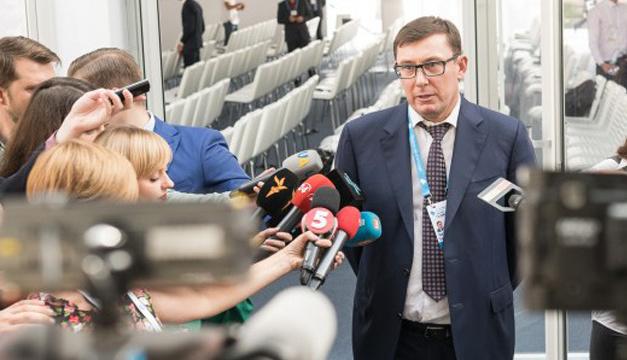 Луценко: Чекаємо Януковича в Україні з конвоєм і наручниками