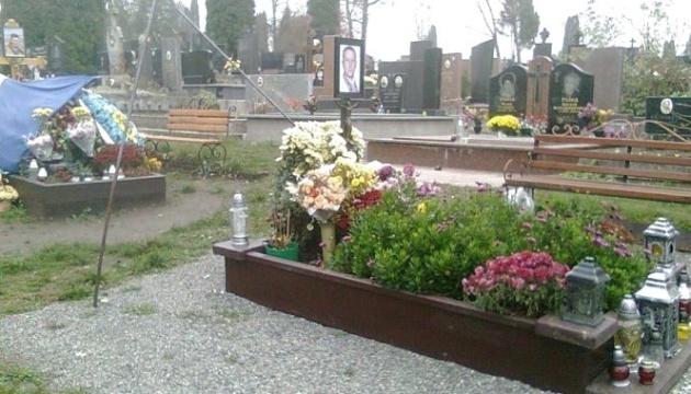 У Тернополі вандали зірвали прапори з могил воїнів АТО