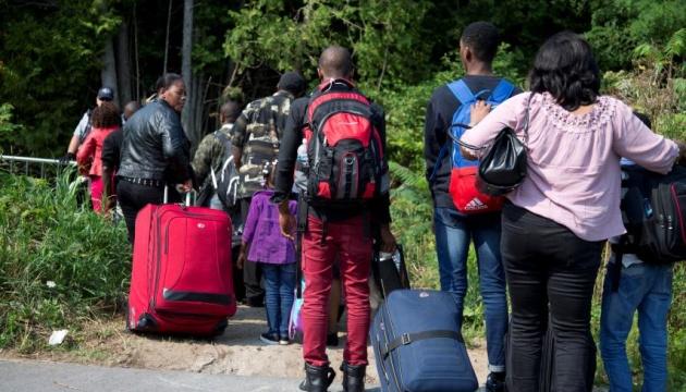 В Канаде предлагают отдать беженцам деньги коррупционеров