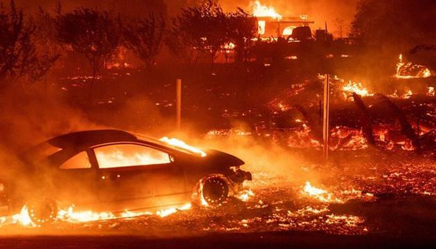 Лісові пожежі: влада Каліфорнії шукає 100 зниклих безвісти
