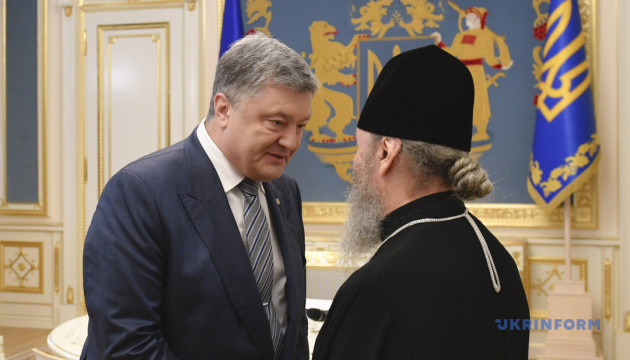 Porochenko a demandé à Onufry d'aider à libérer les marins ukrainiens