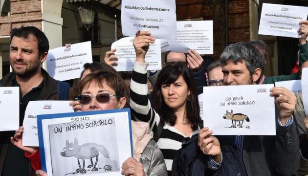 В Италии журналисты вышли на улицы по всей стране — в защиту свободы прессы