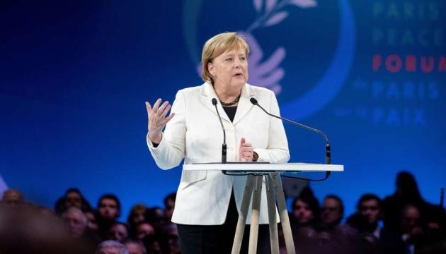 Merkel pide a Putin que libere a los marineros ucranianos