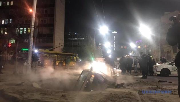 В Киеве из-за прорыва теплосети стали троллейбусы