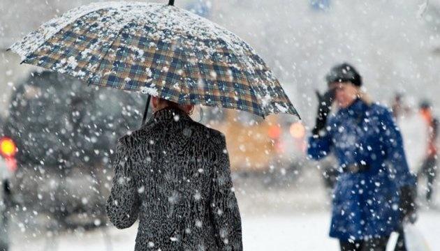 Снег с дождем и до 10° мороза — в Украину идет зима