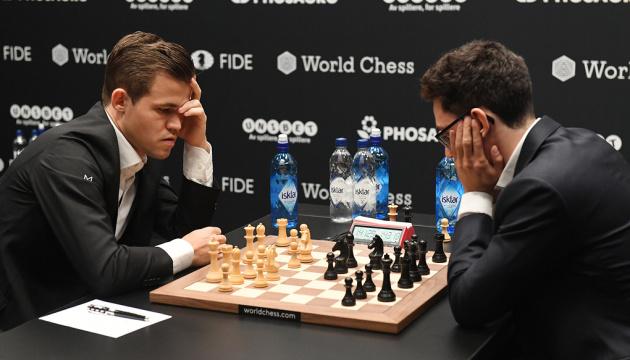 Карлсен і Каруана зіграли внічию в четвертій партії матчу за світову шахову корону