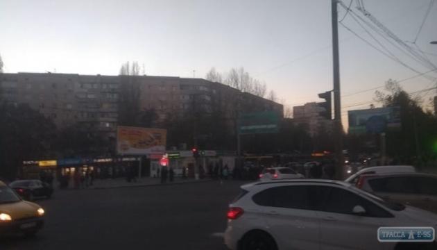 В Одессе перекрыли дорогу жители домов, которые сидят без тепла