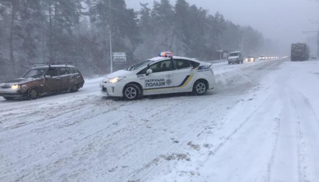 Снег вызвал на Киевщине более 30 ДТП, есть жертвы