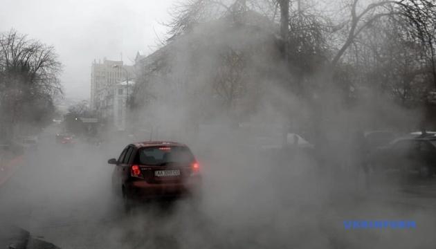 Центр Києва знову залило окропом через прорив труби