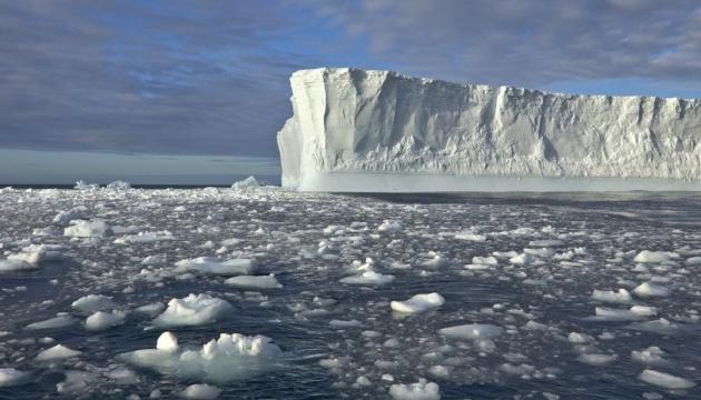 От Антарктиды откололся крупнейший за последние 50 лет айсберг
