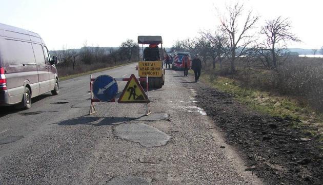 На Миколаївщині терміново ремонтують дві траси державного значення