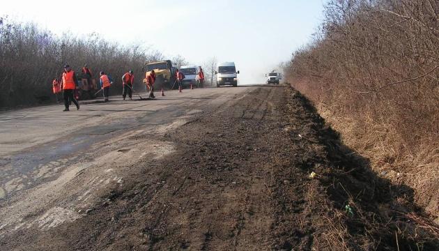 На Закарпатті голова РДА, який зірвав ремонт доріг, подав у відставку