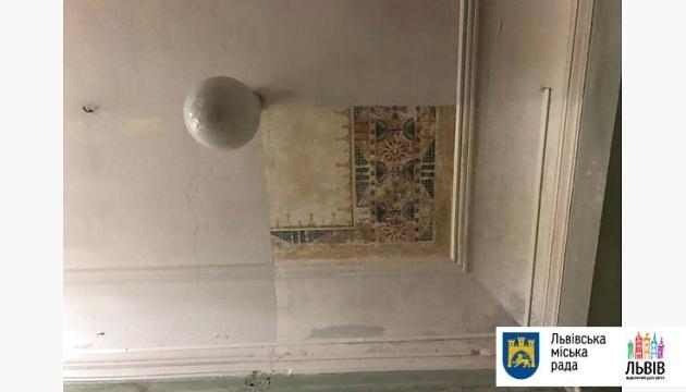 У львівській поліклініці знайшли унікальний стінопис