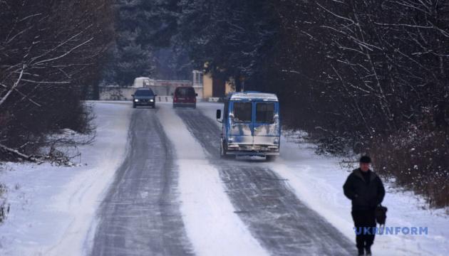 Рятувальники попереджають українців про ожеледицю