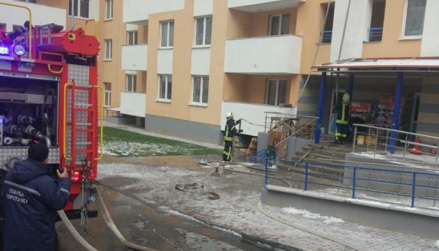 В Киеве в многоэтажке горели кабели