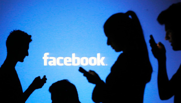 В работе Facebook произошел сбой