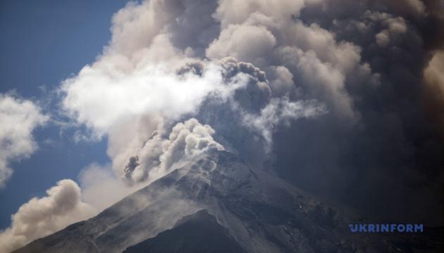 В Гватемале объявили эвакуацию из-за извержения вулкана Фуэго
