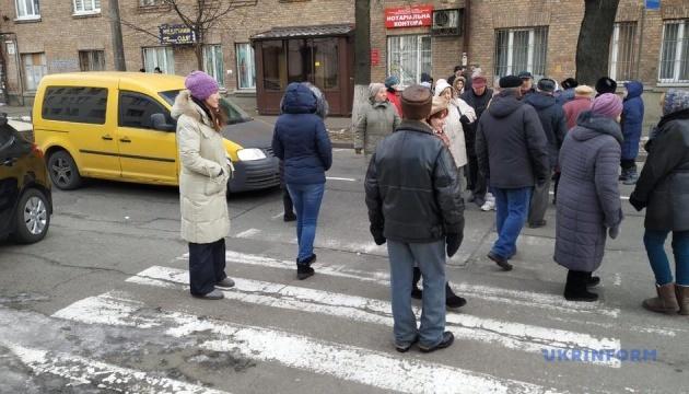 Пикет на Зоологической: замерзшие киевляне перекрыли дорогу