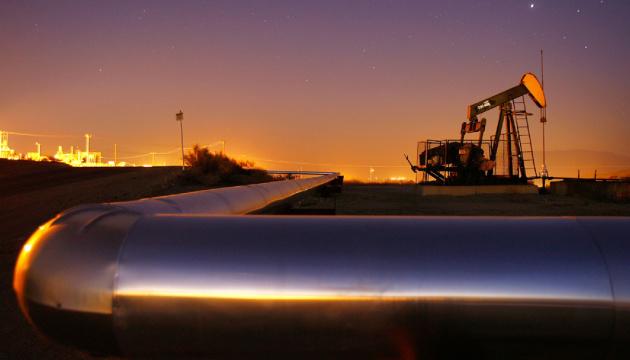 Нафта слабо відновлюється після падіння до майже 2-місячних мінімумів