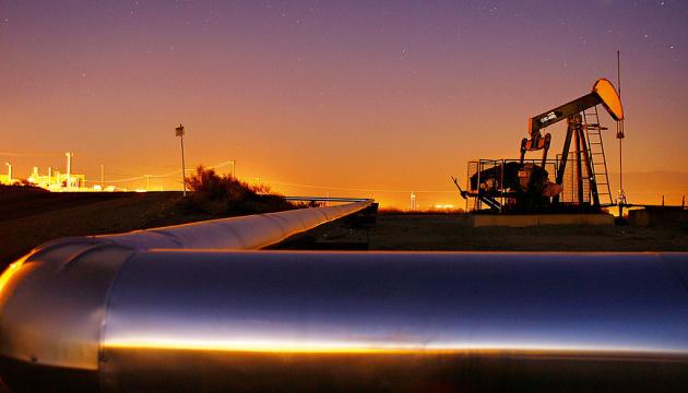 Нефть дешевеет из-за ослабления опасений о сбое поставок