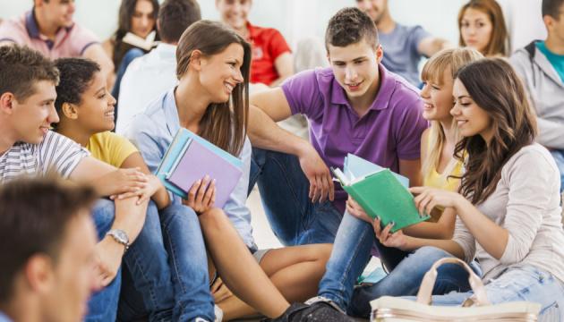 Понад 11 тисяч випускників ВНЗ шукають роботу через службу зайнятості