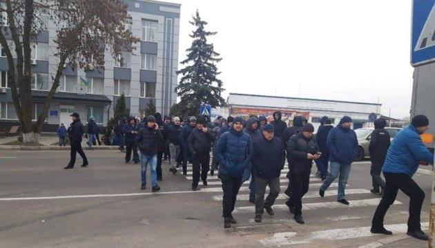 Более 100 водителей заблокировали Ривненскую таможню, возникли стычки с полицией