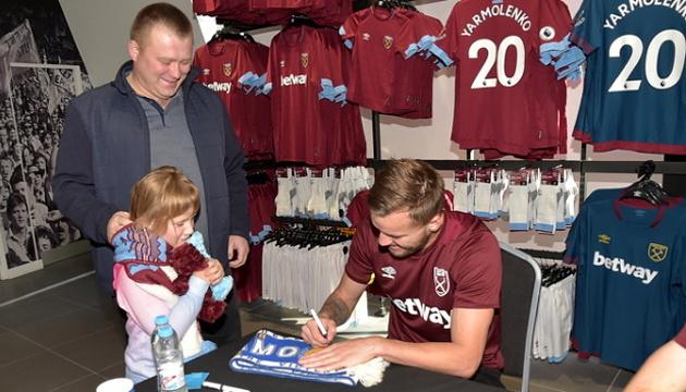 Yamolenko se reúne con los hinchas del West Ham (Foto)