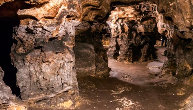 Найдивовижніші печери України, які варто побачити. інфографіка
