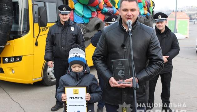 Нацполіція нагородила найкращого водія за версією «Автобуса-привида»