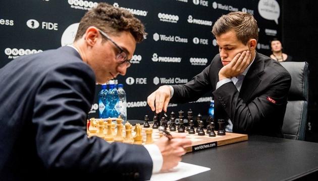 Карлсен і Каруана зіграли внічию у восьмій партії матчу за світову шахову корону