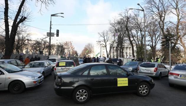 Законопроєкти про «євробляхи» дозволять власникам розмитнити їх без схем – депутат