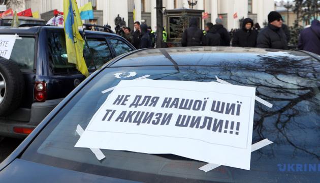 """Поліція не штрафуватиме """"євробляхи"""" до ухвалення двох законів — МВС"""