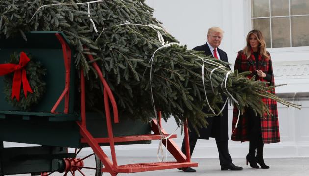 Свято наближається: у Білий дім вже привезли ялинку