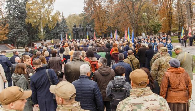 У Вінниці вшанували полеглих учасників Революції Гідності покладанням квітів
