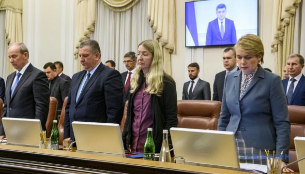 Заседание правительства начали минутой молчания по погибшим на Майдане