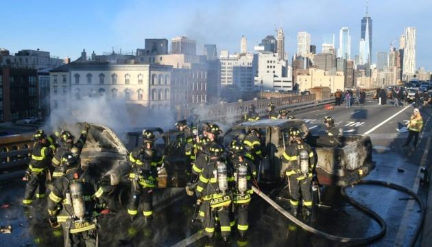 На Бруклинском мосту загорелись машины, есть погибший