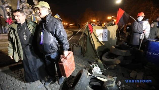 Інсталяція із запалених шин у Харкові нагадала про події 2014 року