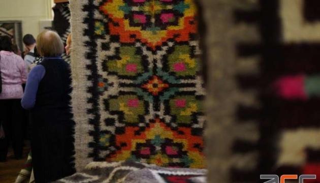 У Чернівцях уперше влаштували виставку гуцульських ліжників
