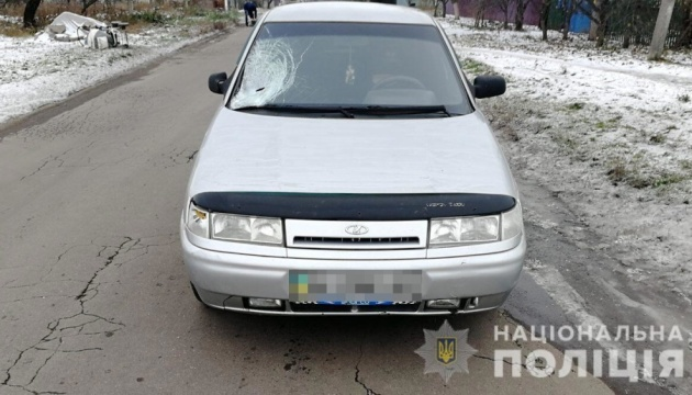 На Днепропетровщине пьяный водитель сбил на обочине беременную женщину с ребенком