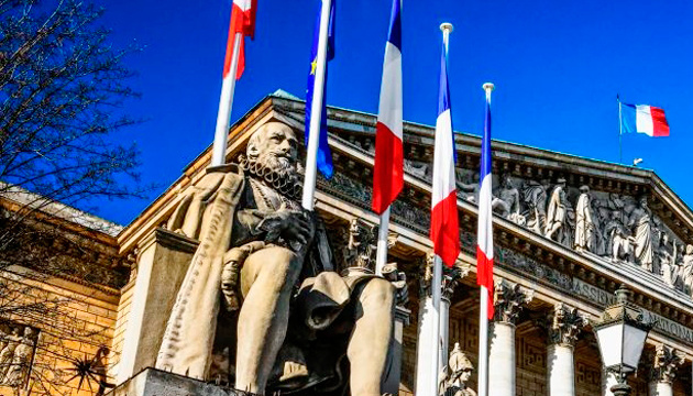 «Стоп-фейк» по-французски: парламент принял жесткий закон