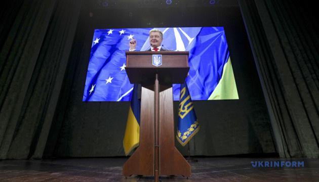 Порошенко заявляет, что руководство Минобороны до конца года станет гражданским