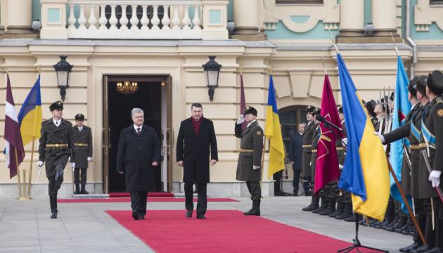 Латвия осуждает агрессию РФ на Донбассе и блокаду Азовского моря - Вейонис